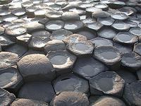 お皿のようになった岩たち
