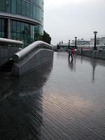 テムズ川沿いで雨ふる。