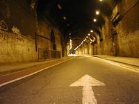 いかしたトンネルだ